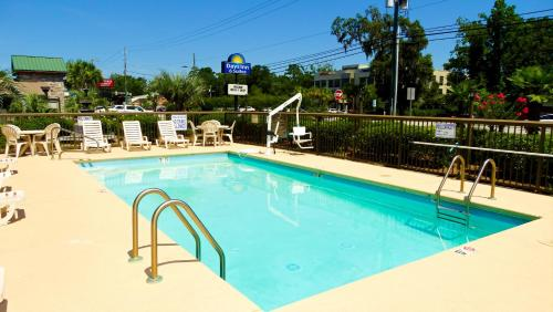 Days Inn And Suites Savannah Midtown - Savannah, GA 31405
