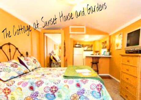Sunset House and Gardens Hostel Photo