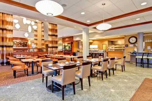 Hilton Garden Inn Ottawa Airport Photo