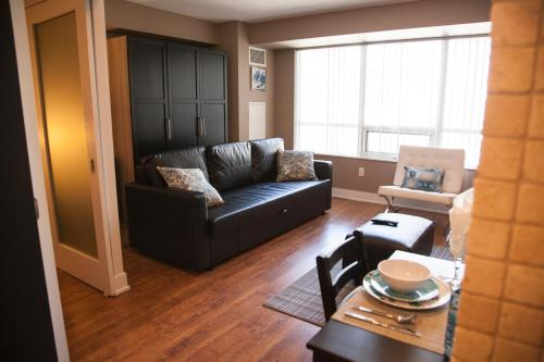 Red Maple Suites - Blue Jays Way Photo
