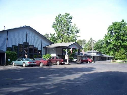 Rustic Manor Motor Lodge – 52600