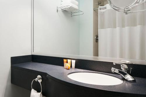Enjoy Offers Art Institute Hotel Package by Best Western River North Hotel in Chicago, Illinois.