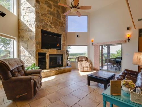Casa Buena Vista 16 Acre Hilltop Estate At Canyon Lake|Canyon Lake (Texas) Photo