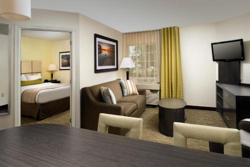 Candlewood Suites Richmond - South photo 21