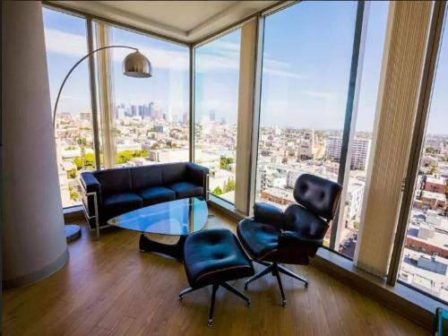K-Town Modern Highrise! 2BR Skyline View! - Los Angeles, CA 90010