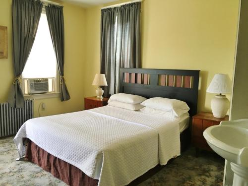 Harbor House Bed and Breakfast Photo