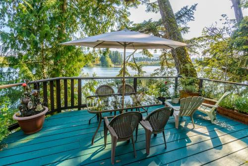 Long Lake Waterfront Bed and Breakfast Photo