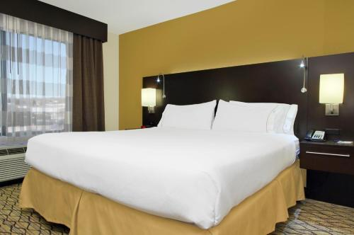 Holiday Inn Express - Colorado Springs - First & Main Photo