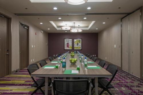 DoubleTree by Hilton Winston Salem - University, NC Photo
