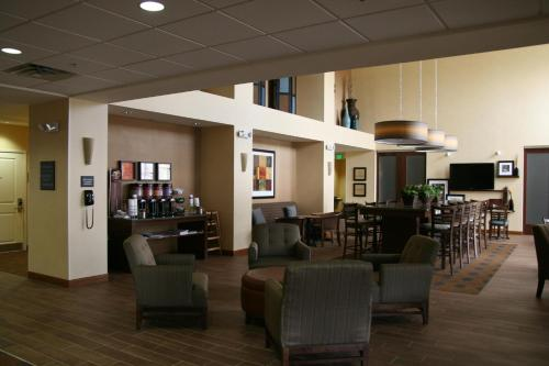 Hampton Inn and Suites Pueblo/North Photo