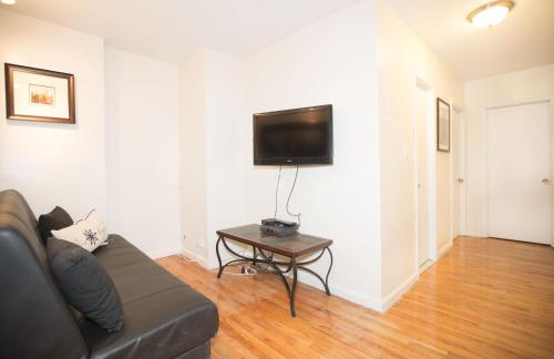 Central Affordable Three Bedroom Apartment Photo