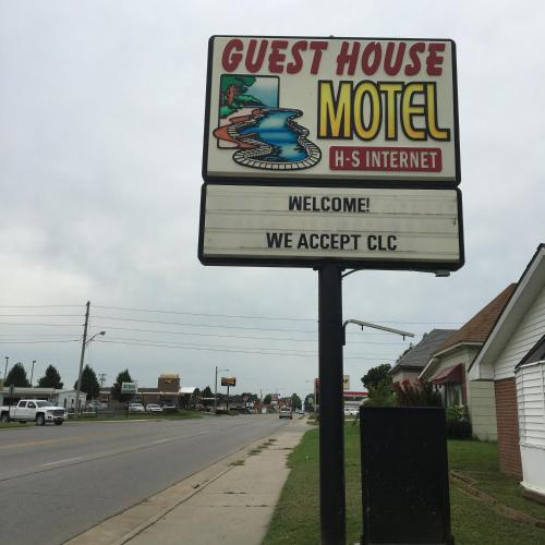 Guest House Motel Chanute Photo