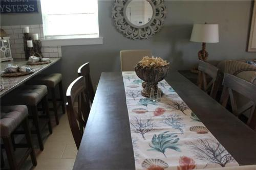 The Sugar Shack - Three-Bedroom Holiday Home - Port Aransas, TX 78373