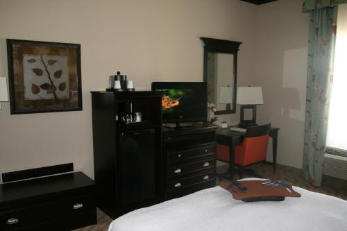 van horne chat rooms This motel 6 is located 3 minutes from the red rock ranch, 2 miles from tumbleweed mini golf, and 5 miles from the airport enjoy fine dining nearby this location has an outdoor heated.