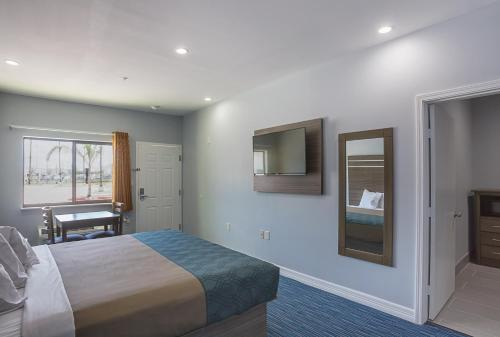 Rodeway Inn & Suites Houston - I-45 North near Spring Photo