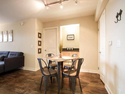 Stunning 2 Bedroom Near The Grove LA Photo