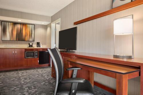 Courtyard by Marriott Springfield Photo