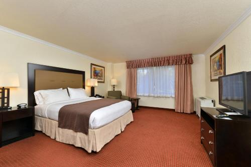 Holiday Inn Rancho Cordova - Northeast Sacramento Photo