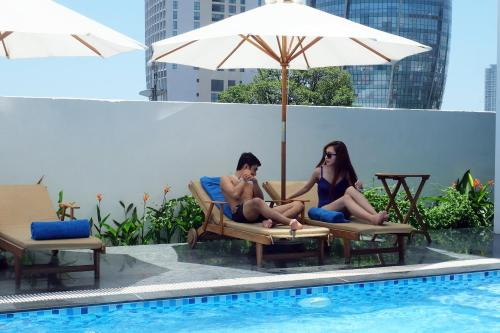 http://www.booking.com/hotel/vn/han-river-danang.html?aid=1728672