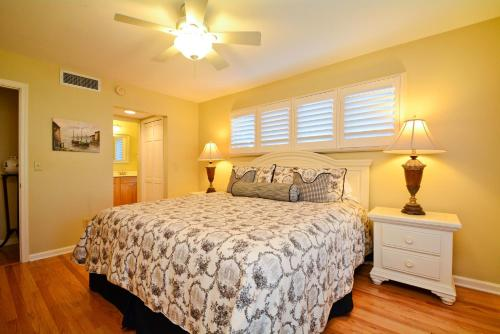 4703 Tennis Club Villa Photo