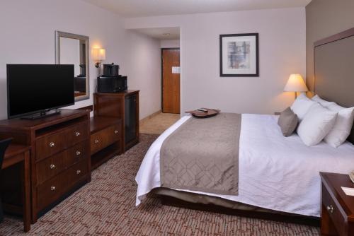 Best Western Plus Wichita West Airport Inn Photo