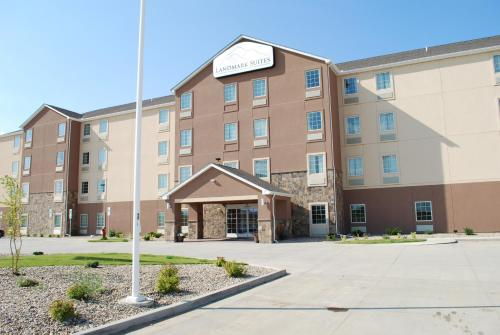 Landmark Suites - Williston Photo