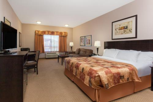 Ramada Inn & Suites Brooks Photo
