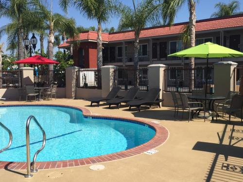 Days Inn Suites Anaheim At Disneyland Park - Anaheim, CA 92805