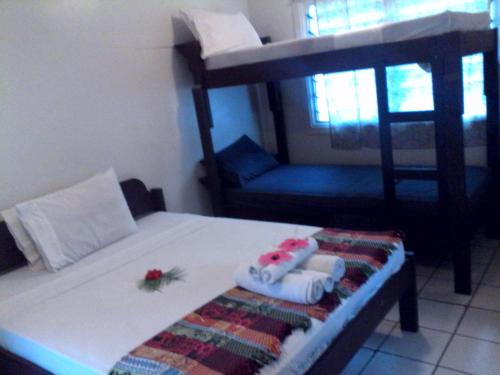 http://www.booking.com/hotel/vu/tropicana-motel-amp-backpackers.html?aid=1728672