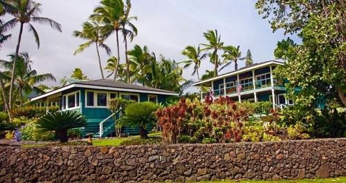 Hana Oceanfront Cottages Photo