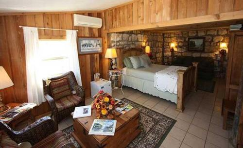 A Barn at the Quarry - Hill Country Suite Photo