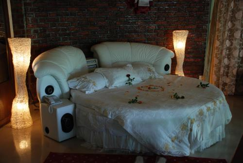 http://www.booking.com/hotel/et/lewi-piazza.html?aid=1728672
