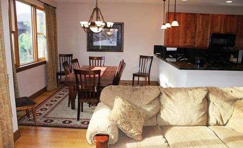 Linden Townhome 41 Photo