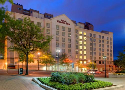 Hilton Garden Inn Arlington/Courthouse Plaza Photo