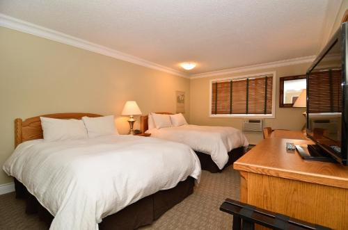 Regent Hotel Revelstoke Photo