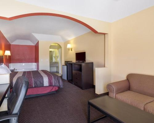 Rodeway Inn & Suites Humble Photo