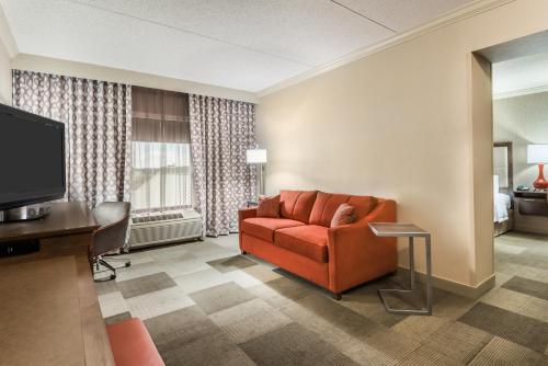 Hampton Inn Coventry-Warwick Area Photo