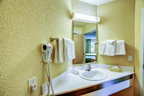 Motel 6 Huntsville Photo
