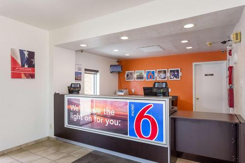 Motel 6 Baton Rouge Southeast Photo