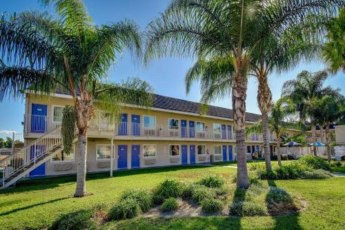 Motel 6 Riverside South - Riverside, CA 92505