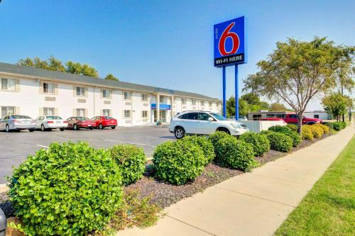 Motel 6 Wichita East Photo