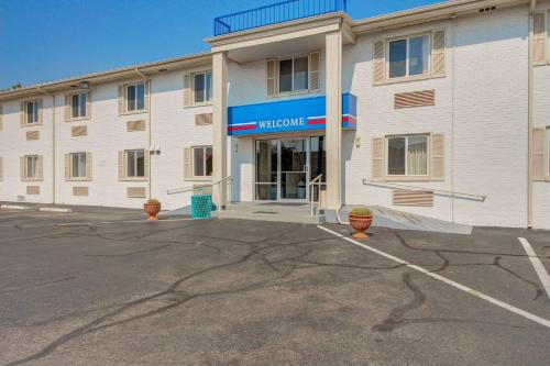Motel 6 Wichita East - Wichita, KS 67207