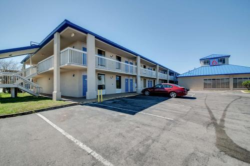 Motel 6 Jennings Photo