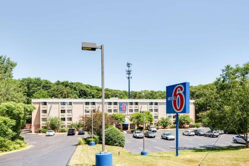 Motel 6 Milford Photo