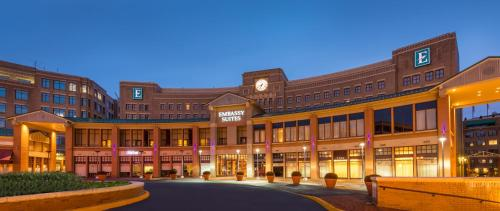 Embassy Suites Alexandria - Old Town Photo