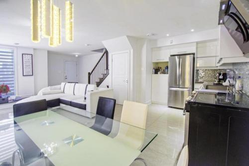 Luxury Condo in Laval Photo