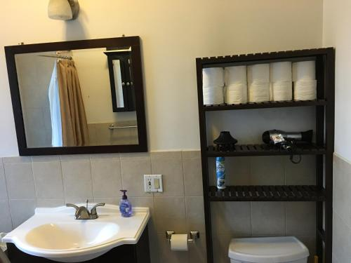 NYC 3 Bedroom 2 Bathroom Apartment, 5 min to Times Square Photo
