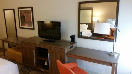 Hampton Inn Commerce Photo