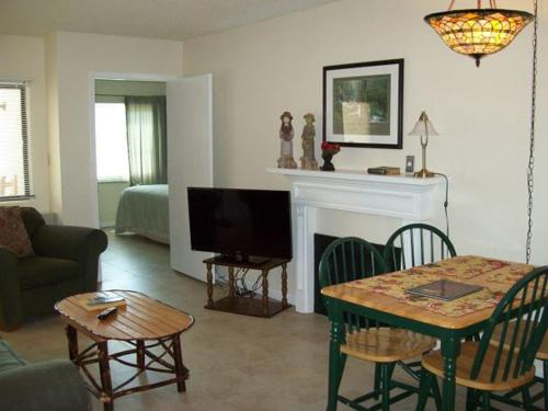 Gatlinburg Chateau Apartment #402 Photo