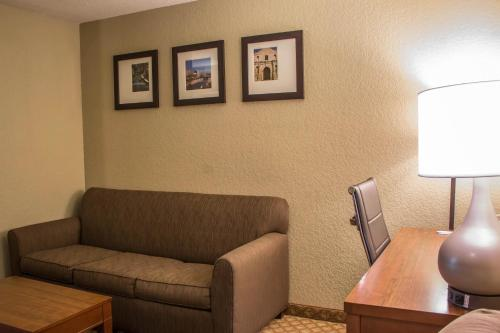 Comfort Suites Sea World/ Lackland Photo